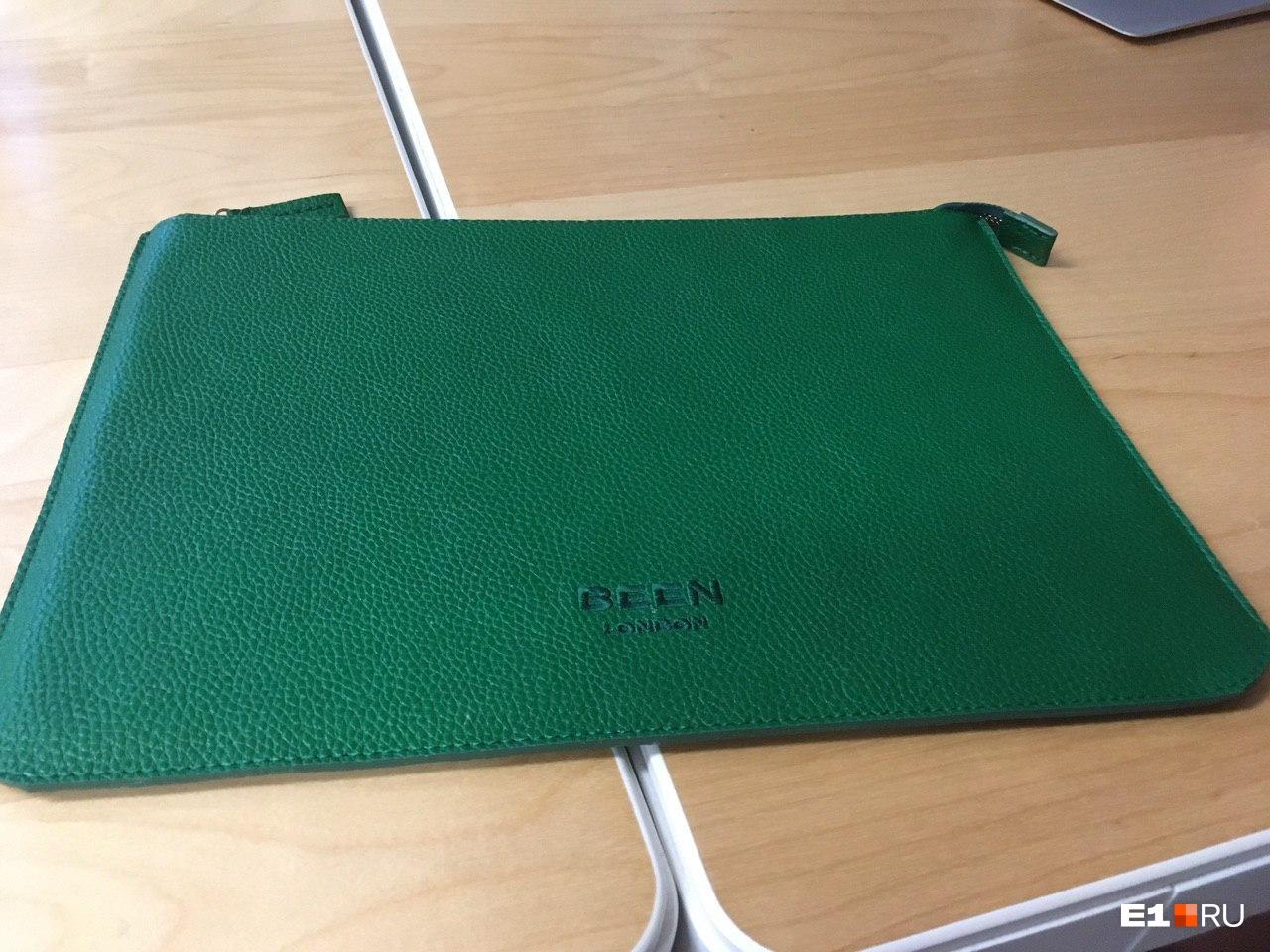 Стильный чехол для ноутбука из отходов