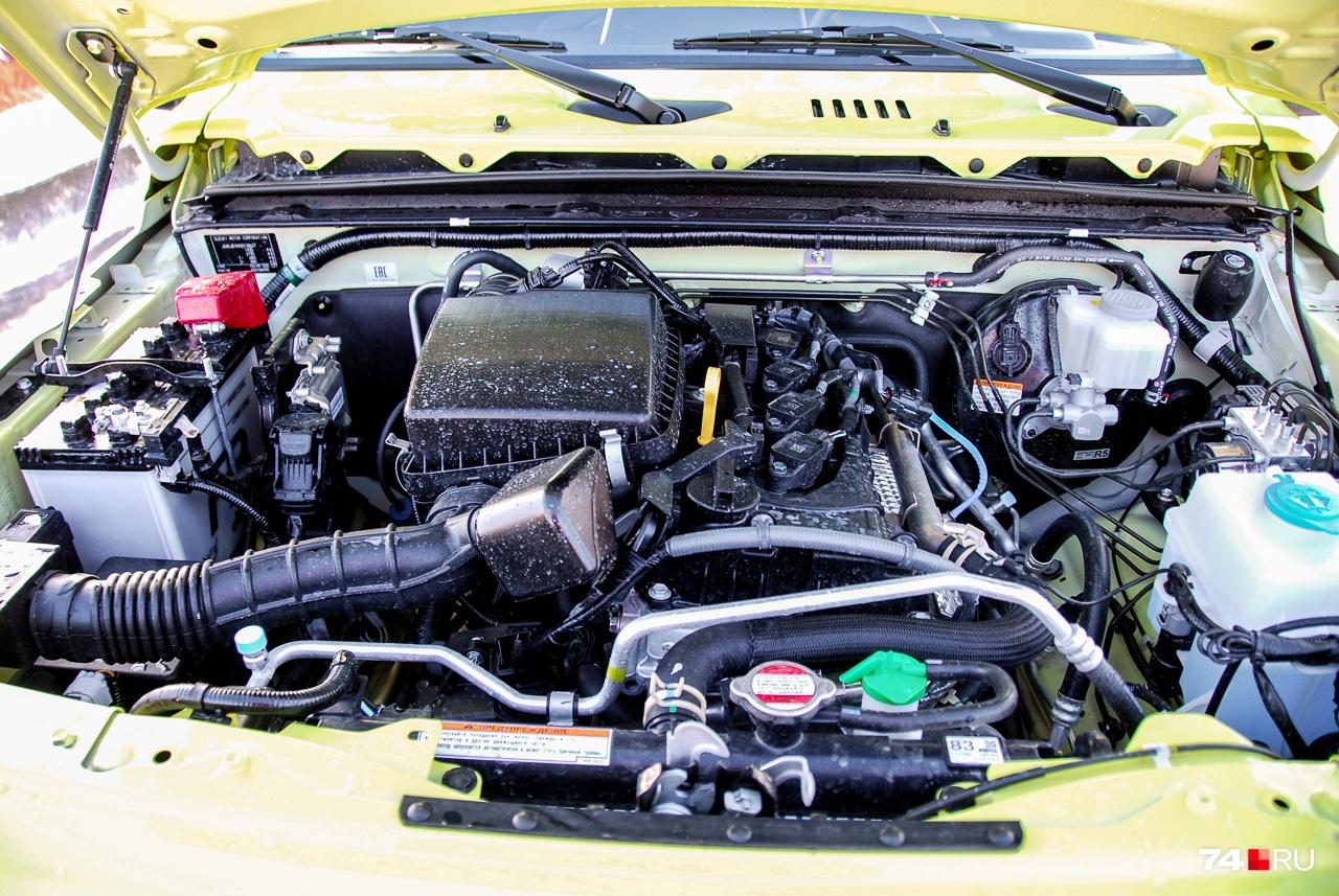 Двигатель объемом 1,5 литра развивает 102 л. с. Обратите внимание, что воздухозаборник выходит под верхнюю часть крыла — полезно при одолении бродов