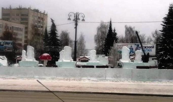 «У жителей в голове бардак»: строитель ледового городка на Урале ответил на сравнения его с кладбищем