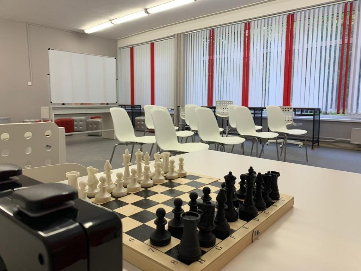 Так выглядит пространство, где дети могут играть в шахматы, общаться и творить
