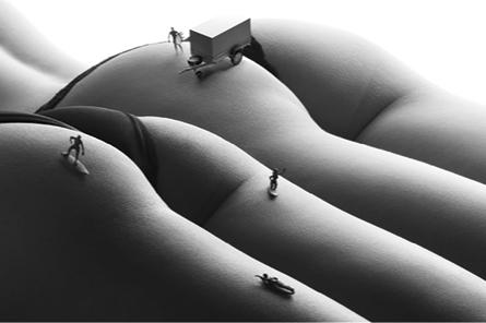 Грузовик и прицеп на изгибах женского тела: Краснокамский завод сделал эротический календарь