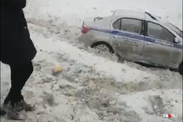 Находившиеся в машине полицейские получили травмы