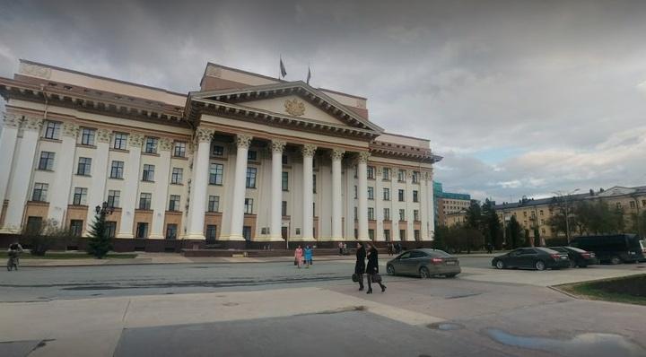 Тюменское правительство купило губернаторский письменный набор за 1 миллион 200 тысяч рублей