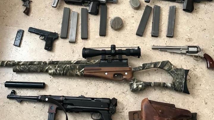 Пулеметы валялись в шкафу: самарского бизнесмена задержали за склад незаконного оружия