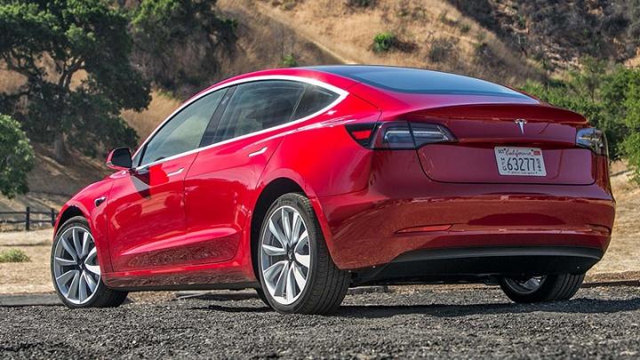 Tesla впервые проехала 1000 километров без подзарядки