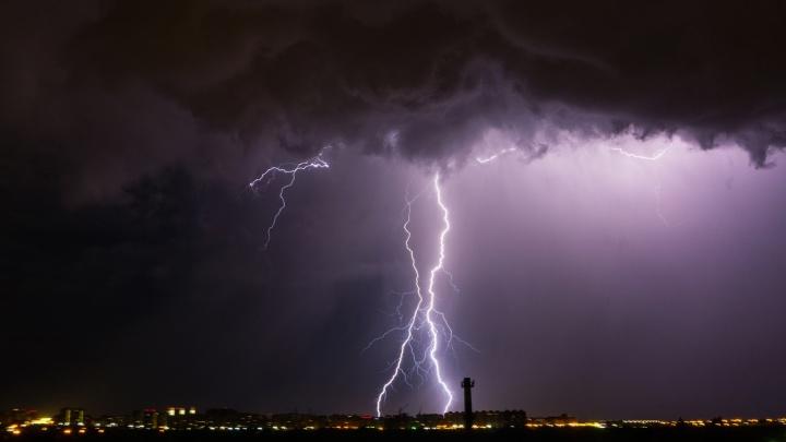 МЧС: в первые дни августа в городе и в области ожидаются град с грозой и штормовой ветер