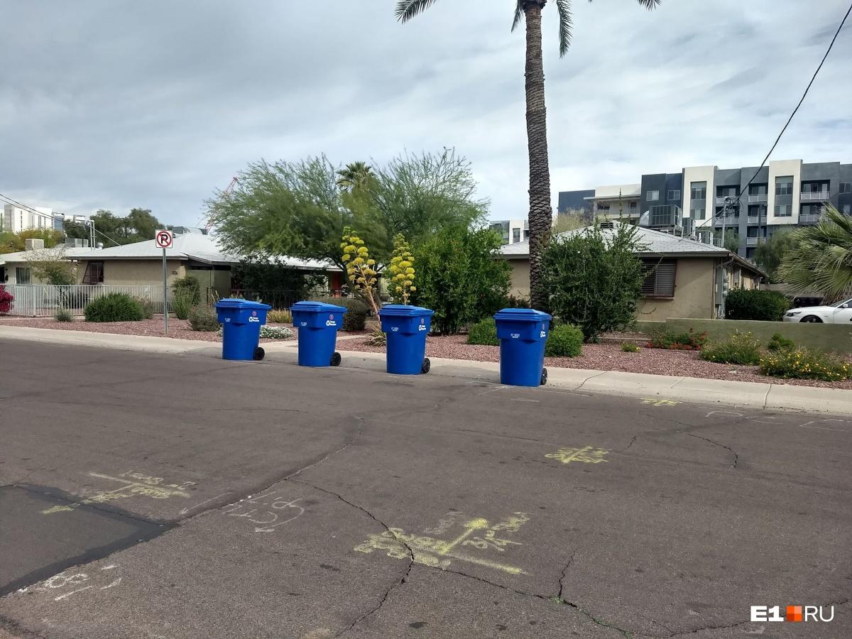 Вот так контейнеры расставляют на улицах