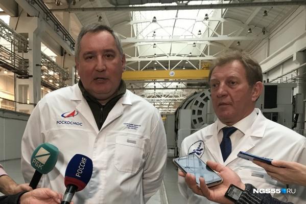 Дмитрий Рогозин (слева) проинспектировал ПО «Полет» и посчитал, что там есть недочеты, которые нужно исправить