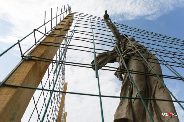 Реставраторы должны успеть за одно лето то, что собирались сделать за два