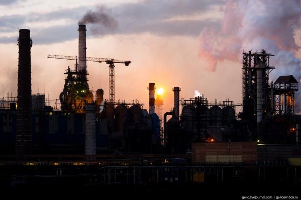 Строить Магнитогорский металлургический комбинат начали в 1929 году, первую доменную печь запустили в 1932-м
