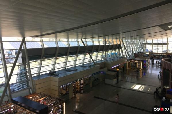 Интерьер аэропорта в Тбилиси<br>