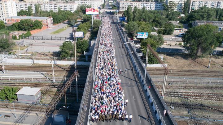 В Волгограде прошёл большой крестный ход: фоторепортаж с земли и воздуха