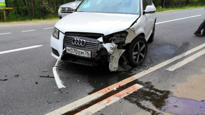 Ехал без фар: в Ярославле «Ауди» столкнулся с легковушкой. Кадры аварии