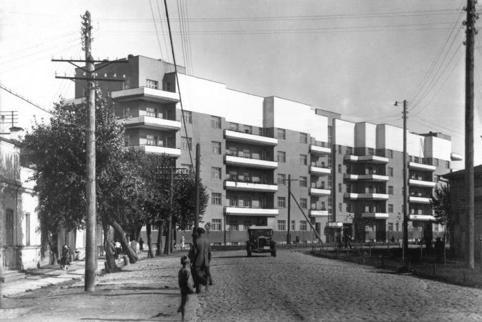 Дом старых большевиков находится на улице 8 Марта, 1