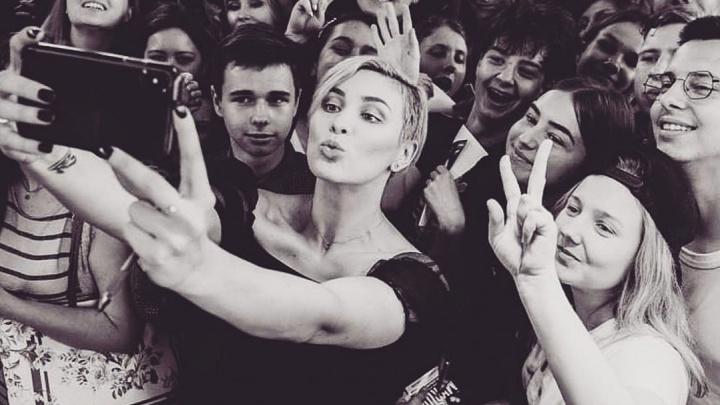 Украинская певицаMaruv решила сделать сюрприз для маленькой омички, которая станцевала под её песню