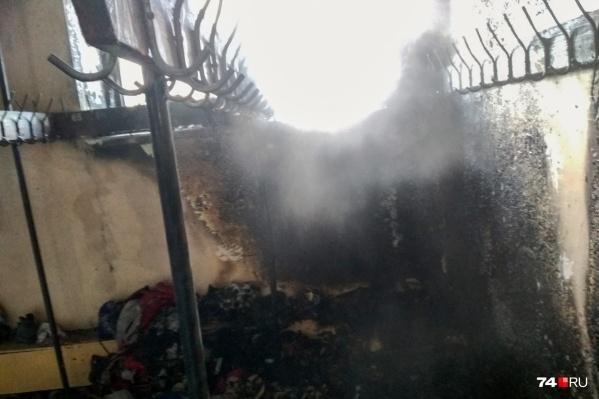 При пожаре из школы эвакуировали тысячу детей, многие из которых оказались на улице без верхней одежды