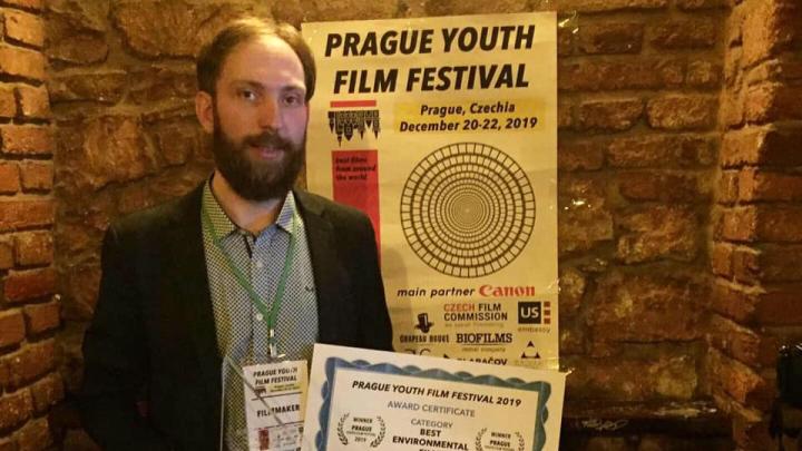 Новосибирский режиссёр получил награду чешского фестиваля — его кино оценил продюсер «Звездных войн»