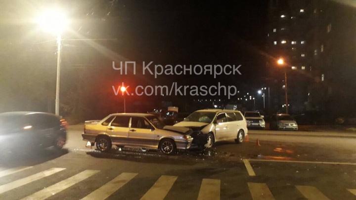«Авария по старой схеме»: «Хонду» протаранили на повороте на недавно открытой развязке по Копылова