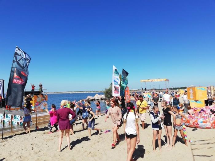 Пляжный фестиваль проходит в Академгородке