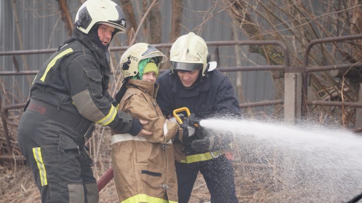 Чтобы огонь был только в глазах: в Новодвинске отметили День пожарной газоспасательной службы АЦБК