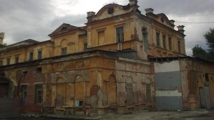Градозащитники заявили, что на территории Ново-Тихвинского монастыря снесли Успенскую церковь