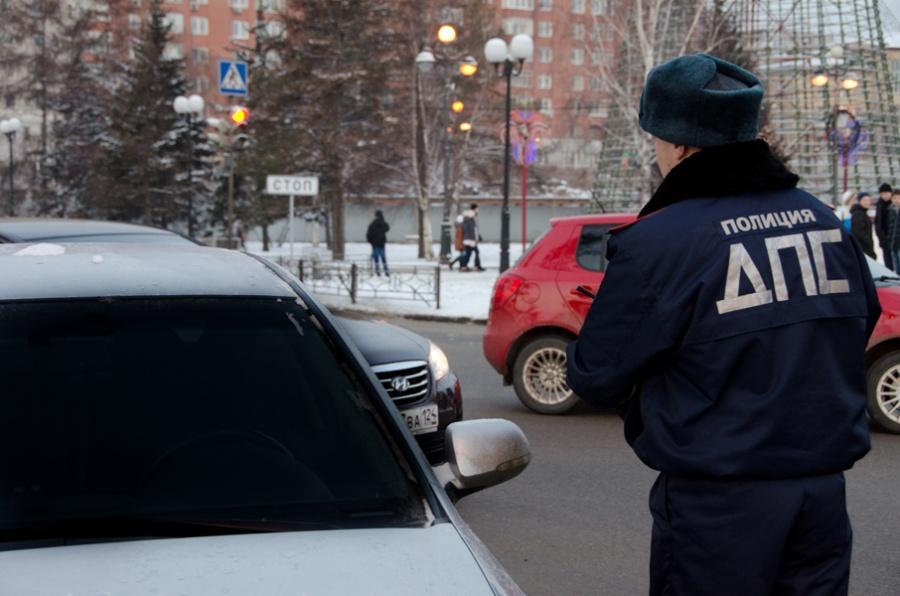 Любитель тонировки сбил сотрудника ДПС вКрасноярске