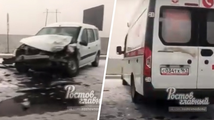 Под Платовым столкнулись две легковушки. Пострадавших увезли в больницу