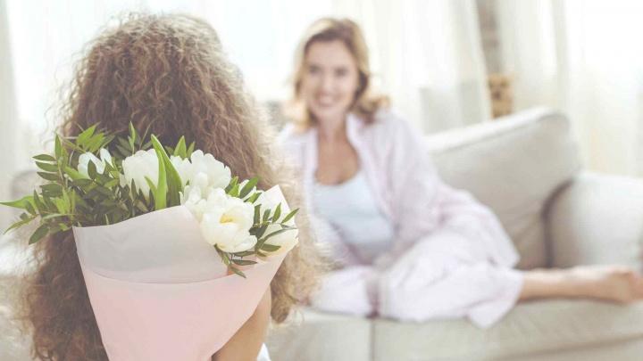 Успеть до воскресенья: где купить подарки ко Дню Матери