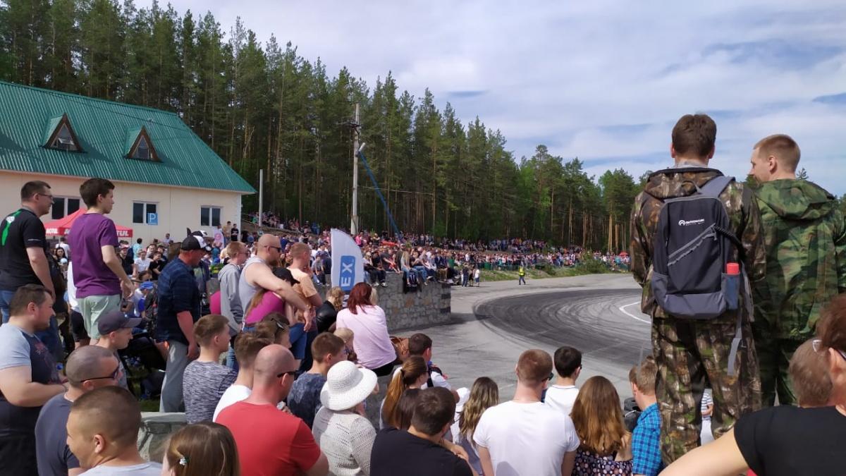 Больше полутора тысяч человек пришли посмотреть на это зрелище!