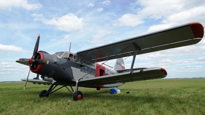 В Омскую область прибыли польские пилоты, которые летят через всю Россию на Ан-2
