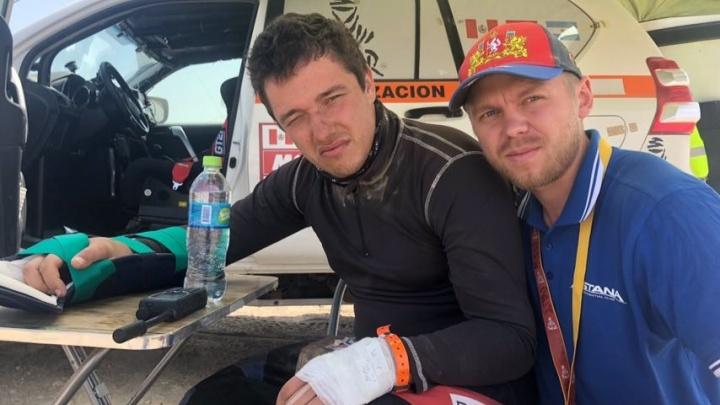 «Пилили ножовкой по дереву»: Сергею Карякину сняли гипс, который наложили во время гонок на «Дакаре»