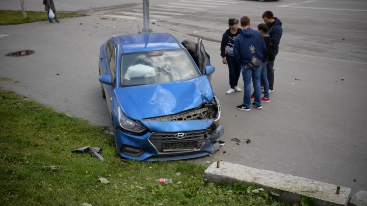 На Ботанике автомобиль сбил пешеходов на тротуаре: пострадали три человека. Онлайн