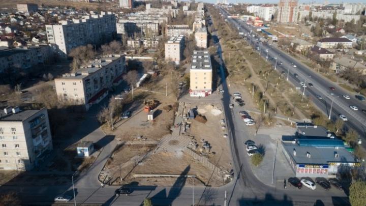 Будет цвести сирень: в Волгограде на месте взорвавшегося дома посадили молодые деревья и розы