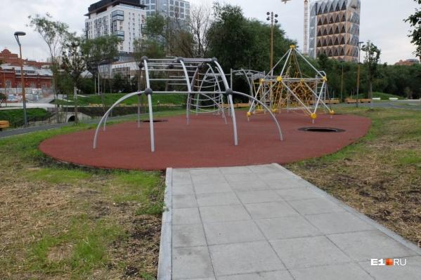 Новая детская площадка без батута
