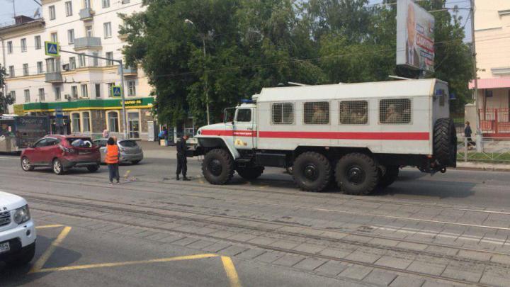 Фургон с сотрудниками Росгвардии врезался в Hyundai на Богдана Хмельницкого