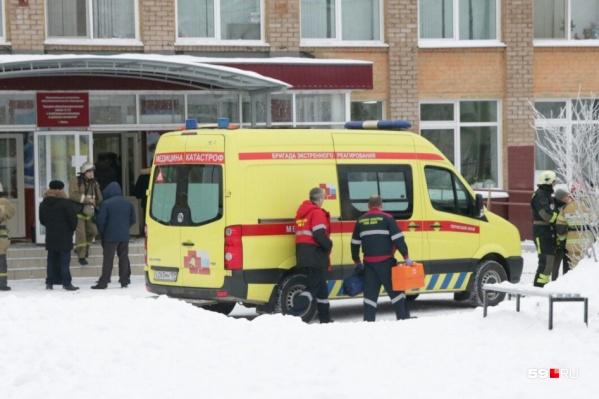 В день нападения к школе стянулись все экстренные службы, приехали глава региона, руководство краевого МВД и МЧС