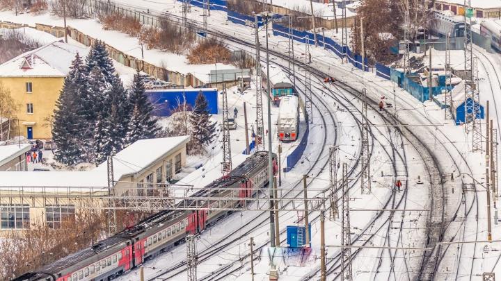 Пассажиры поезда Самара — Санкт-Петербург два часа простояли на путях из-за обрыва проводов