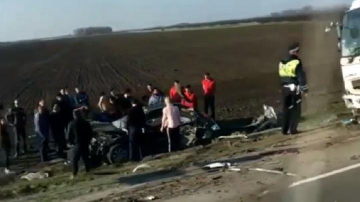 Три человека погибли в аварии на трассе Ростов — Волгодонск