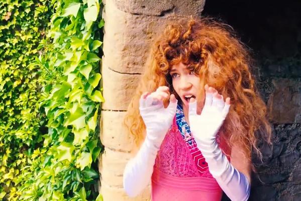 Граймс разучивает песни новосибирской рокерши