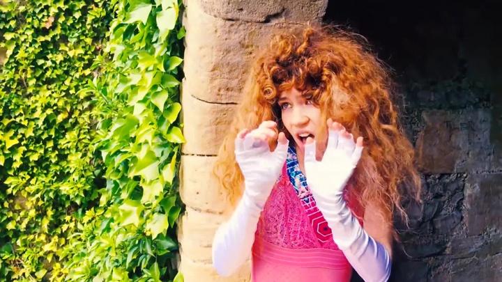 Канадская певица Grimes спела песню Янки Дягилевой. Можно даже разобрать слова