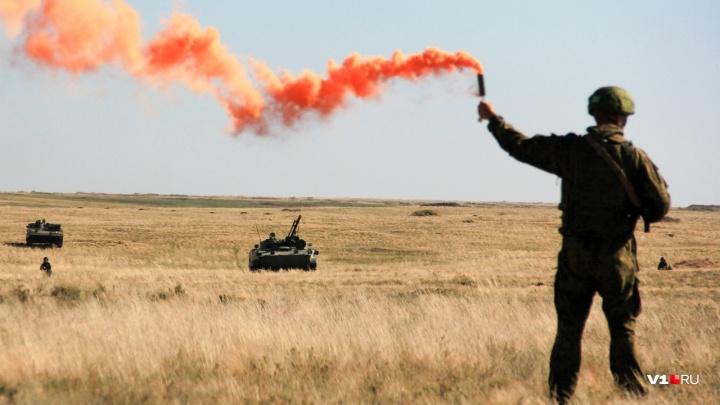 Танки у города: военных Волгоградской и Ростовской областей подняли по тревоге