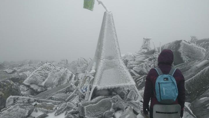 «Лучше, чем на пляже в Турции»: фотограф из Екатеринбурга покорил самую высокуюгору на Урале
