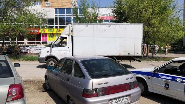 В Самарской области водитель «Газели» сбил женщину с ребенком на тротуаре
