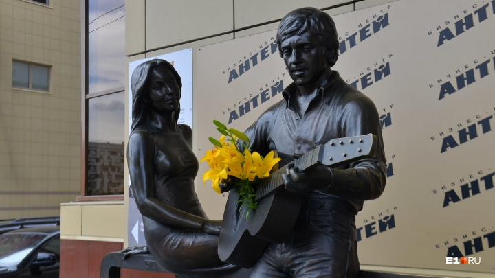 Скульптура Дали и конкурс чтецов: публикуем программу музея Высоцкого в день рождения поэта
