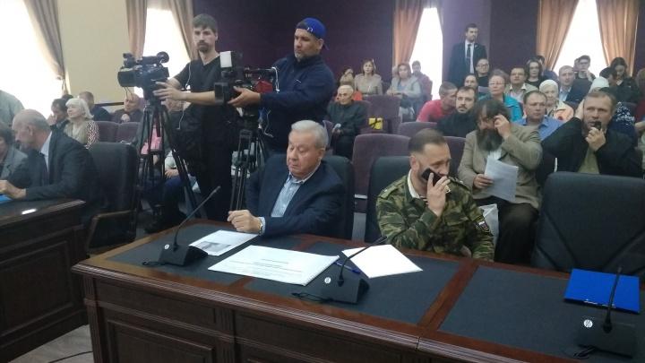 «Пенопластовый новодел, а не памятник!»: на общественных слушаниях по Ильинскому собору стало горячо