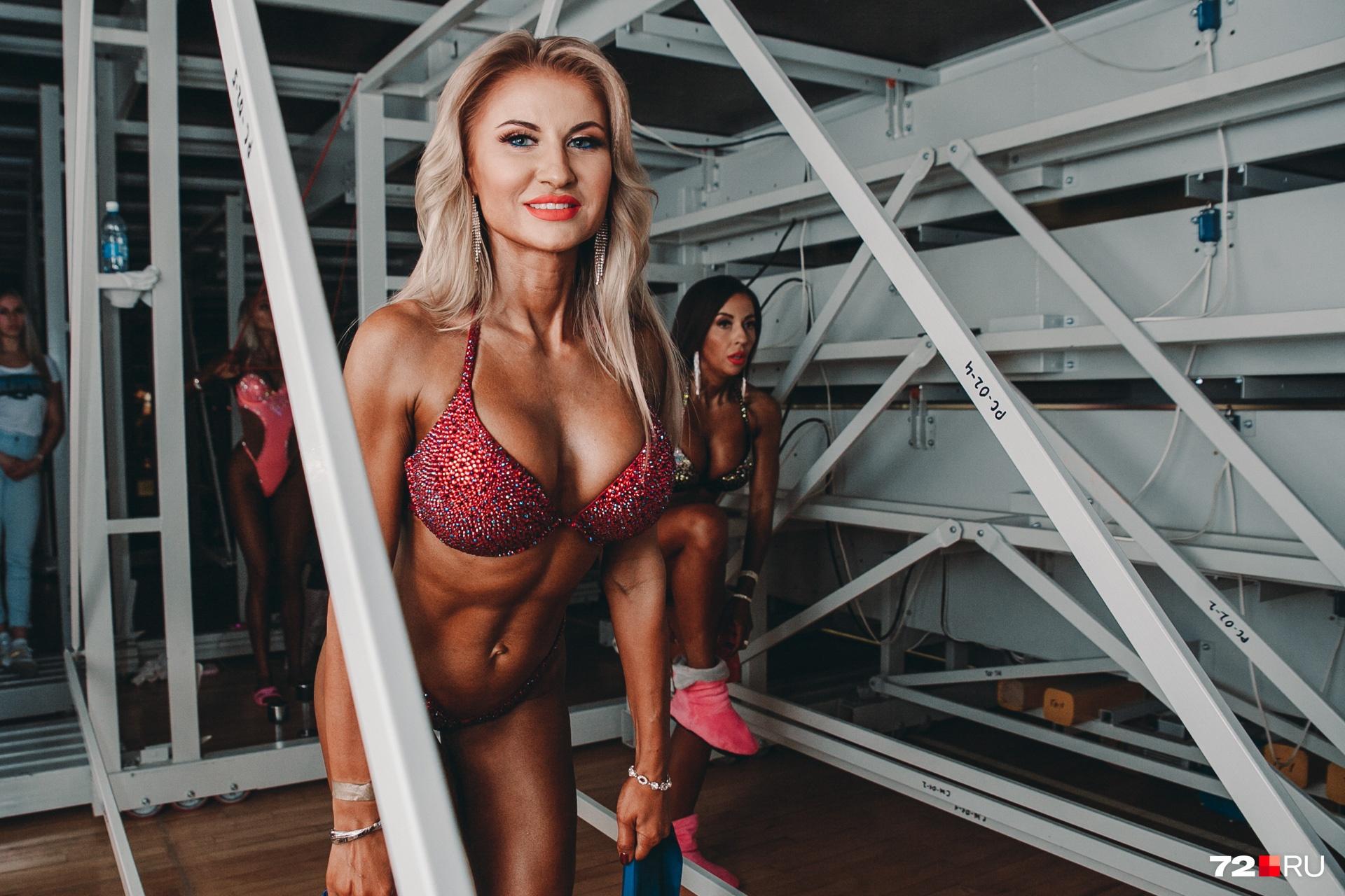 Анна Прохорова приехала из Нового Уренгоя. Выступает на соревнованиях всего третий сезон, но в себе девушка уверена на все 100%