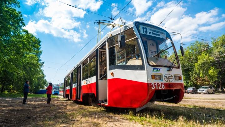 Москвичей послали к дьяволу: собянинский трамвай перекрасили и отправили на 13-й маршрут
