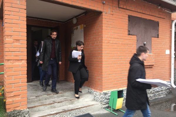 Правоохранители пришли к сторонникам оппозиционера в полвосьмого утра. Спустя более пяти часов координатора тюменского штаба увезли на допрос