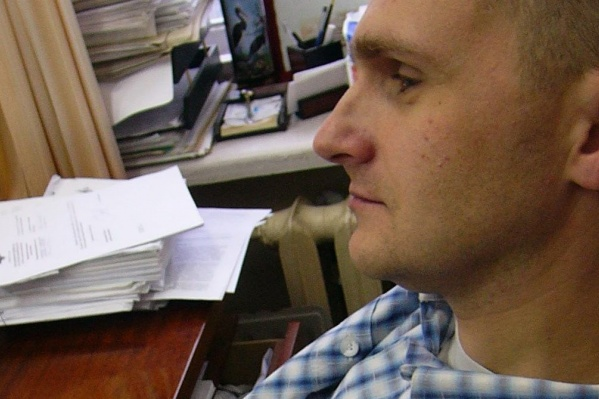 Как стало известно из собственных источников, задержанный полицейский — старший следователь УМВД Игорь Дерец