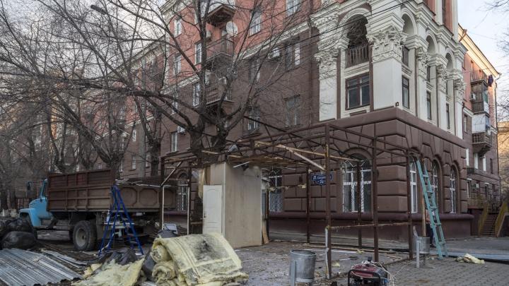 «Судьбу унитаза так и не решили»: в центре Волгограда стерли с лица земли последний павильон